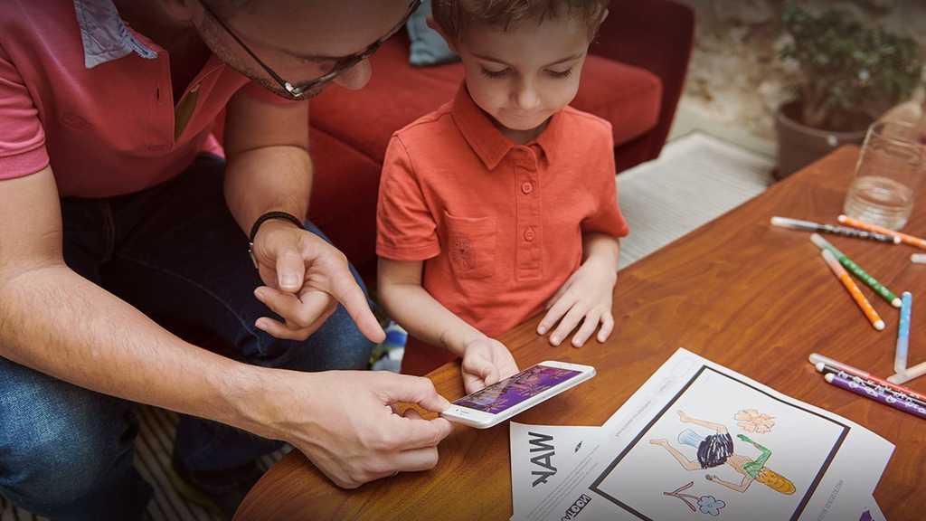 Le coloriage animé est une activité amusante qui lie papier et numérique. Il suffit d'un cahier de coloriage, l'appli Wakatoon et hop ! Vos enfants deviennent créateurs de dessins animés !