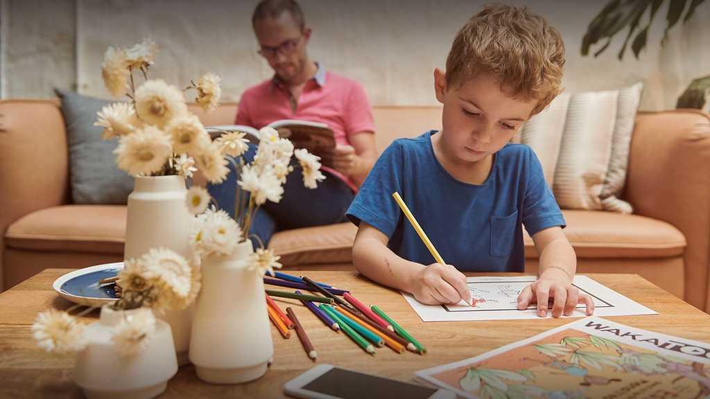 Wakatoon a inventé une activité unique pour les enfants et les famille : le coloriage animé. Les enfants colorient nos dessins, les parents prennent en photo les coloriages via l'application Wakatoon et magique ! Les coloriages prennent vie et racontent une histoire.